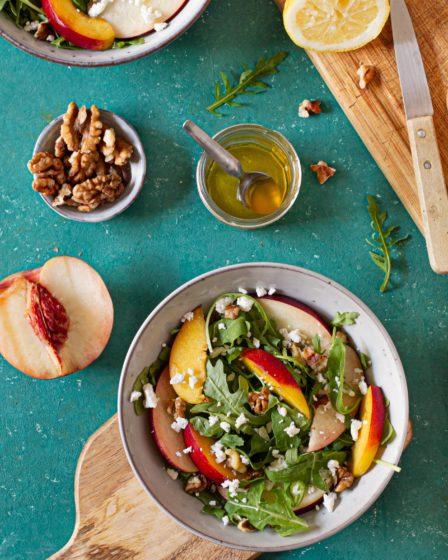 photo_culinaire_salade_cuisine_saine_nectarine_roquette_vegetarien